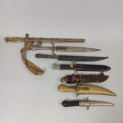 Lot of 7 various daggers of European and oriental style.