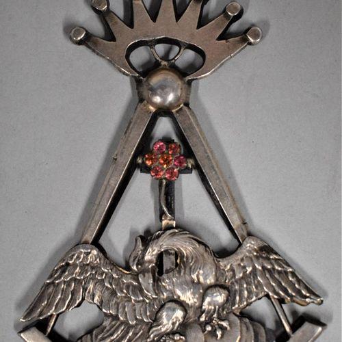 Bijou de chevalier Rose Croix.  Décor au pélican à la croix à l'avers et de l'ai…