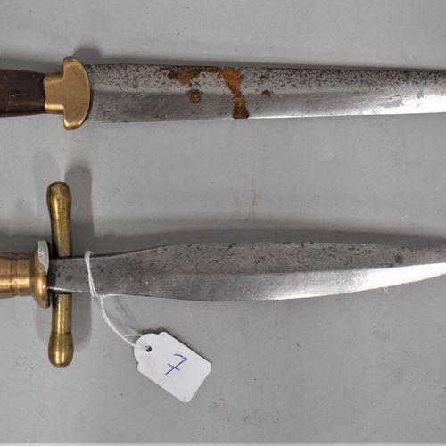 Lot de deux poignards composites.  En l'état