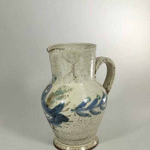 LE MURIER (atelier). RAYNAUD Gustave    Pichet à décor d'oiseau bleu sur fond gr…