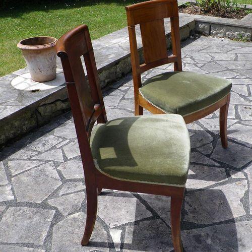 Suite de dix chaises en acajou et placage d'acajou garnie de velours vert.  Ht. …