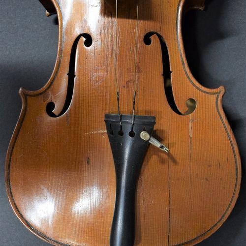 Violon de facture allemande,  Etiquette apocryphe de Stradivarius,  354 mm  Avec…