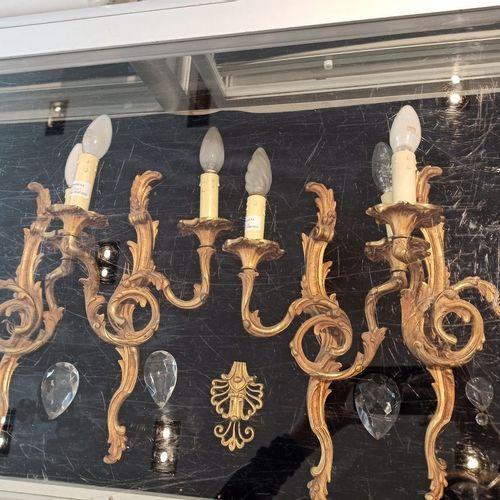 Manette d'appliques :  Deux paires d' appliques de style Louis XV.  L'une à deux…