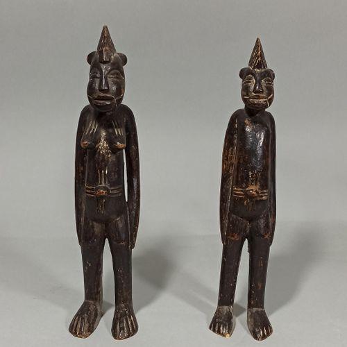 Couple de deux statuettes Senoufo, Côte d'Ivoire.  H.: 28 cm H.: 29 cm