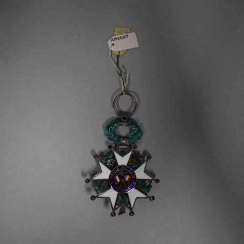 Etoile de Chevalier de la Légion d'honneur.  Fabrication de luxe avec brillants …