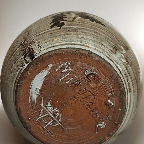 LE MINOTAURE (atelier)    Pied de lampe à décor de chardons. Terre rouge de Vall…