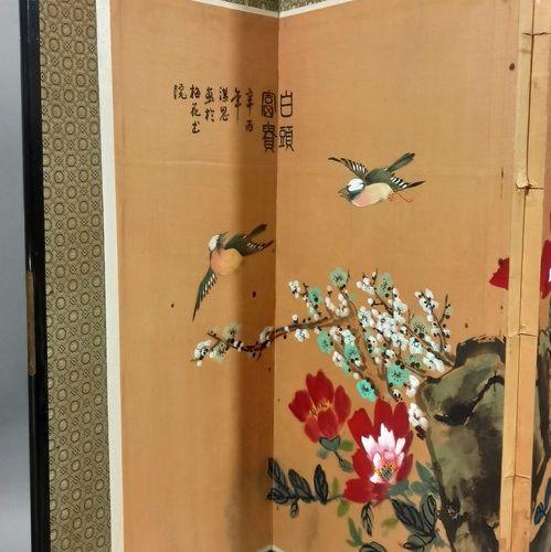 CHINE Moderne  Petit paravent à quatre feuilles, encre et couleur sur soie, oise…