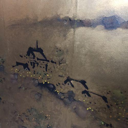 JAPON  Petit paravent à fond or et à décor d'un paysage lacustre.  Monogramme en…