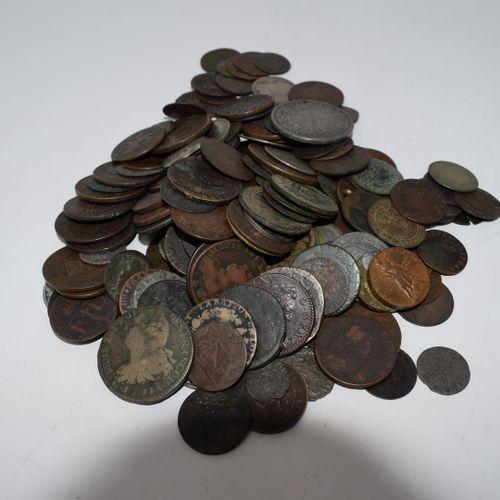 Ensemble de monnaies diverses en cuivre et métal, principalement Ancien Régime, …