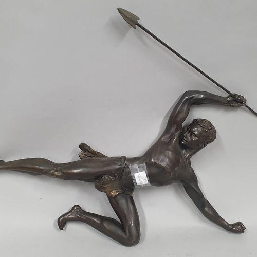 ANONYME ART DECO  Chasseur d'aigle  Régule à patines noire et dorée en deux part…