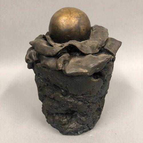 TULLIO Anita, 1935 2014,  Éclosion d'une sphère,  bronze à patine brune nuancée …