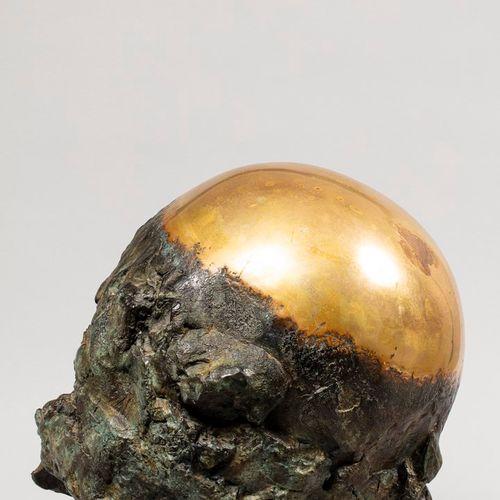 TULLIO Anita, 1935 2014  Sphère dorée  bronze poli et partiellement à patine ver…