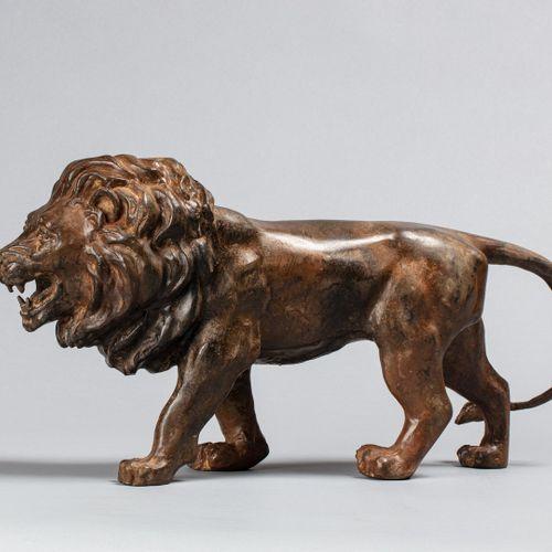 CHENET Pierre, XXe  Lions en marche  paire de bronzes à patine brun ocre nuancée…
