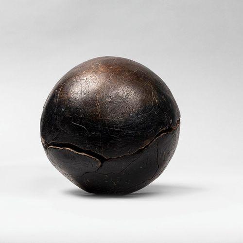 TULLIO Anita, 1935 2014  Éclosion  sculpture en bronze à patine brun foncé bipar…