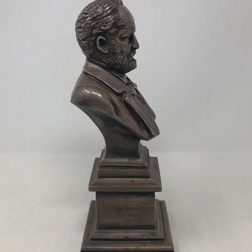 NADAUD Auguste Bonnetaud (1835 1889)  Buste de Victor Hugo, 1879  Bronze à patin…