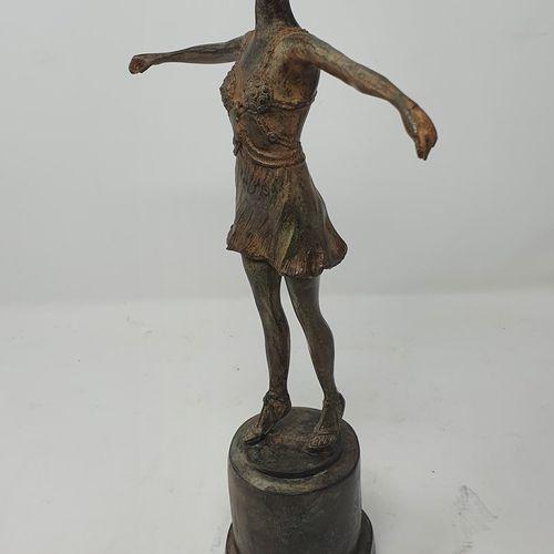 CHENET Pierre (XXe siècle)  Ballerine  Bronze à patine brun roux nuancée, cachet…