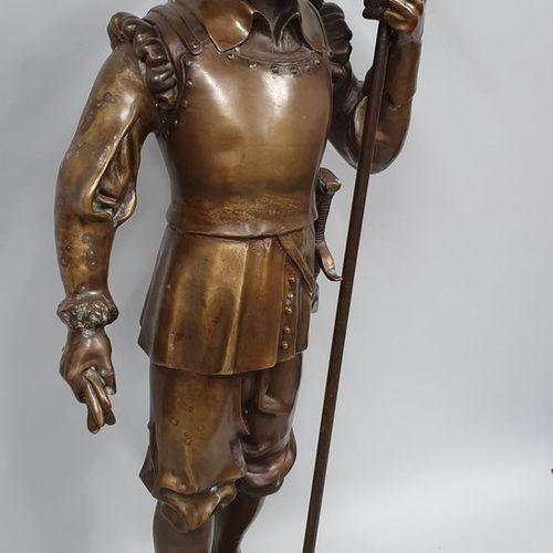 ANONYME  Hallebardier  Bronze à patine médaile nuancée  oxydation, taches, trace…