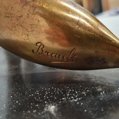BRAULT J. (XX)  Renard au faisan  Bronze à patine doré sur socle en marbre noir,…