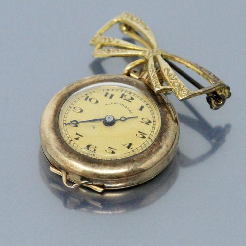 LECOULTRE A.  Montre de col en or jaune 14k (585), index chiffres arabes noirs, …