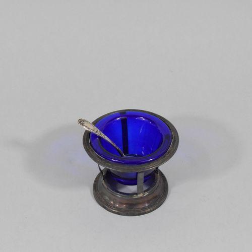 Saleron en verre bleu, monture ajourée en argent (Grosse Garantie départ. 6 7 et…