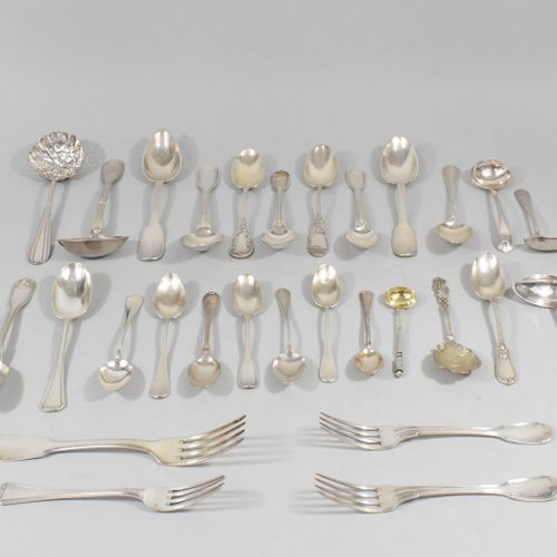 Lot of silver cutlery and serving pieces.  Weight : 500 g.  A set of silver cutl…