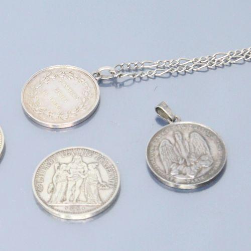 Lot de pièces et médailles en argent comprenant:   10 Francs Hercule 1970 x 2.  …