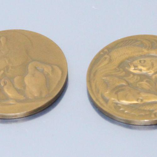 Deux médailles de table en bronze à thème animalier, offertes par Pierre Schneit…