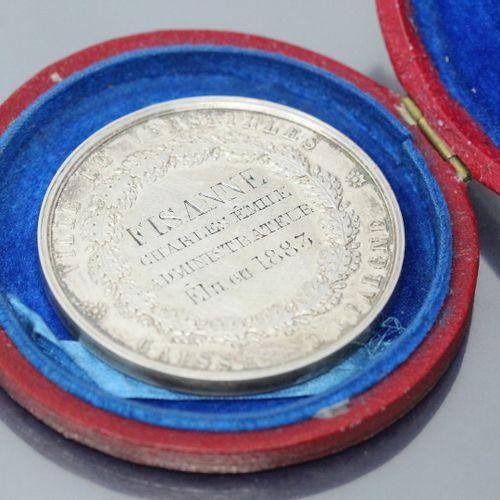 Rare médaille civile de récomprense en or jaune (916) remise à Monsieur Fisanne …