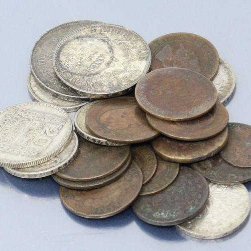 Lot de pièces en argent principalement XXe et Françaises.  Poids : 134 g.  On y …
