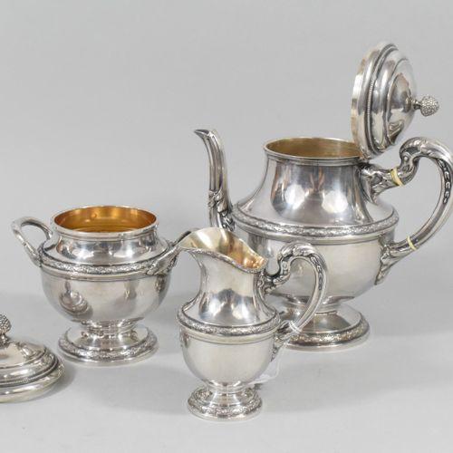 Service à thé en argent (Minerve) à décor de frises de laurier, les manches à fe…