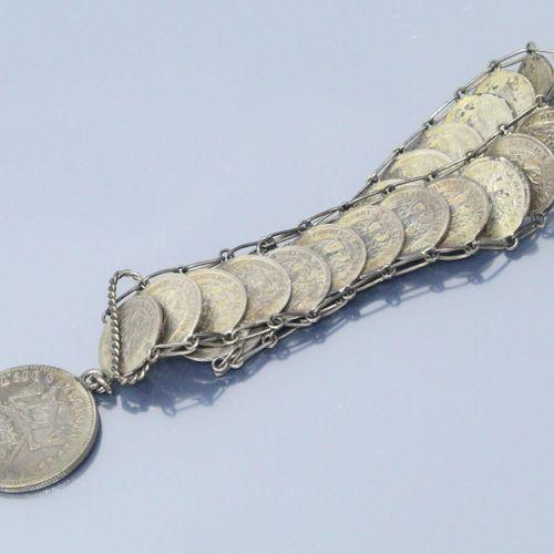 Bracelet composé de nombreuses pièces en argent mexicaine.  Poids : 45.5 g.