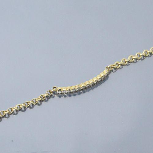 Bracelet en or jaune 18k (750) orné d'une ligne de douze diamants.  Tour de poig…
