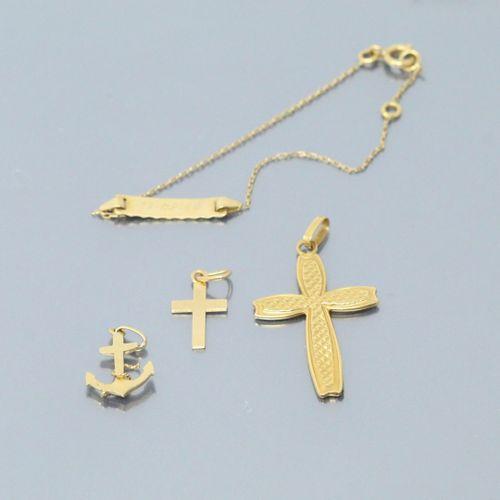 Lot d'or jaune 18k (750) comprenant trois pendentifs et un bracelet.  Poids : 3.…