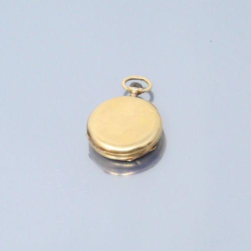 Montre de col en or jaune 18k (750). Cadran à fond blanc aux chiffres romains po…