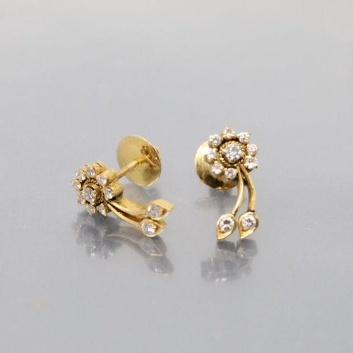 Paire de clous d'oreilles en or 14K (585) et diamants.  Poids brut : 4.74 g.