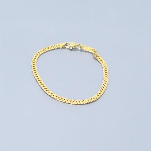 Bracelet en or jaune 18k (750) à maille anglaise.  Poinçon tête d'aigle.  Tour d…