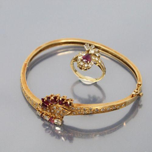 Demi parrure en or jaune 18k (750) comprenant un bracelet rigide orné de rubis n…