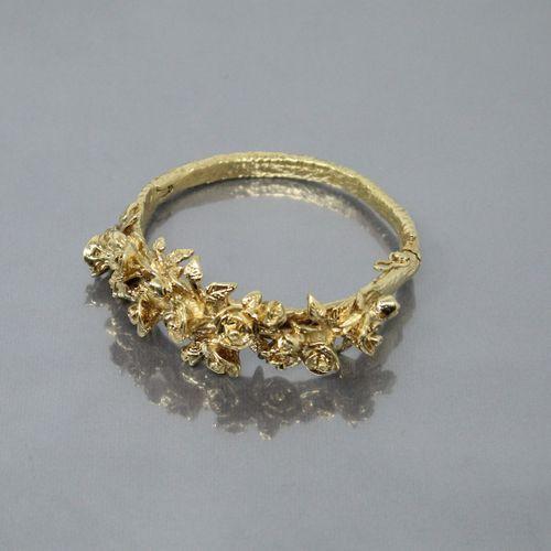 Michel AUDIARD (1951 )  Bracelet articulé en bronze à cire perdue doré à décor d…