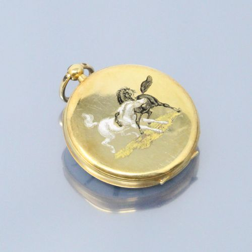 Montre de gousset en or jaune 18k (750) cadran à fond émaillé blanc aux chiffres…