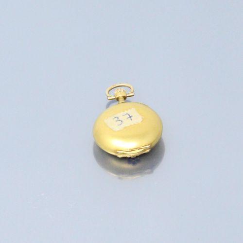 Montre de col en or jaune 14k (585), cadran à fond blanc et chiffres arabes bleu…