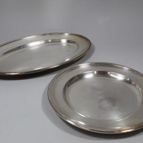 Deux importants plateaux Christofle en métal