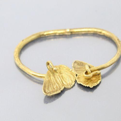 CLAUDE LALANNE  Bracelet ouvrant articulé « papillon » en bronze doré  Signé C. …