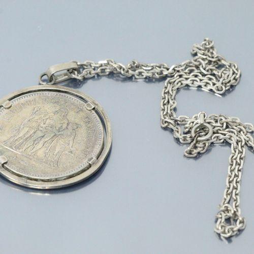 Pièce en argent de 50 francs Hercule 1975 montée en pendentif (non soudée) avec …
