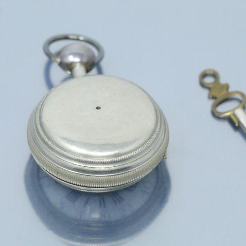 L'EPINE à Paris  Montre oignon en métal cadran à fond blanc émaillé, chiffres ro…