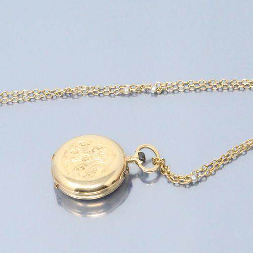 Montre de col en or jaune 18k (750), cadran émaillé blanc à chiffres arabes pour…