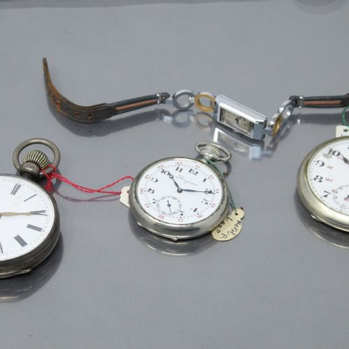 Lot de trois montres de gousset, deux en métal, une en argent et une montre brac…