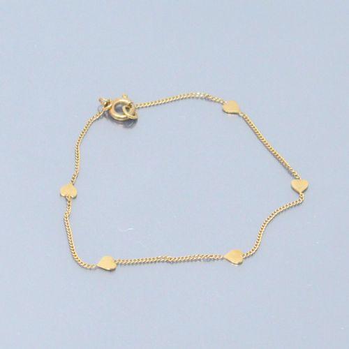 Bracelet en or jaune 18k (750) à maille gourmette alternant des coeurs.  Poinçon…