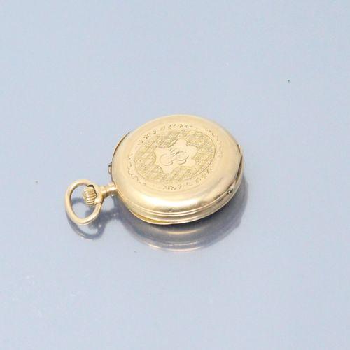 Montre de col en or jaune 18k (750), cadran à fond émaillé blanc chiffres romain…