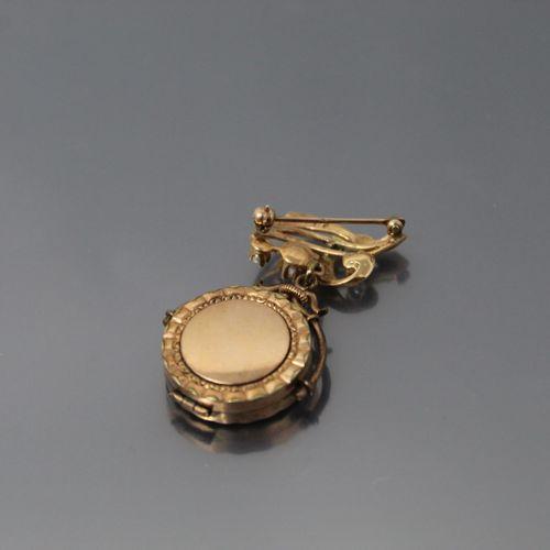 Broche porte photo en or jaune 14k (585) et métal, la face avant ornée d'un bril…