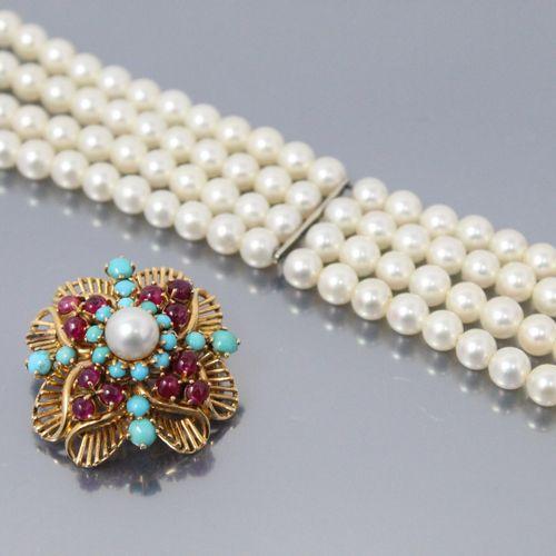 Lot comprenant un clip de corsage et un bracelet :   Le clip de corsage « fleur …